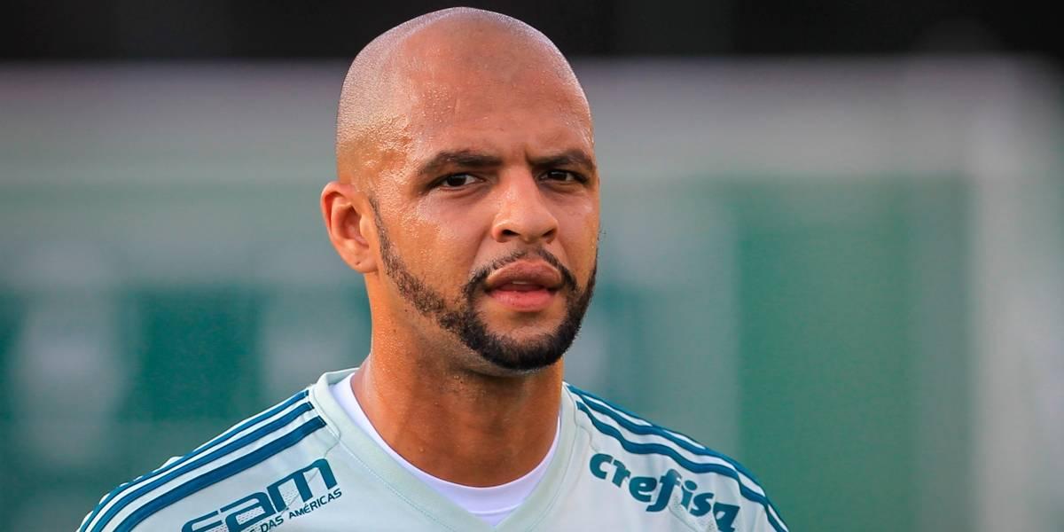 Vídeo mostra Clayson cuspindo em Felipe Melo em confusão no Corinthians x Palmeiras