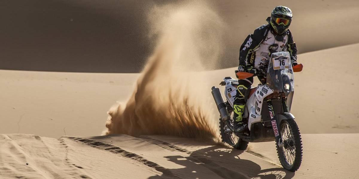El motociclista colombiano que desafió al desierto y ganó un cupo al Dakar