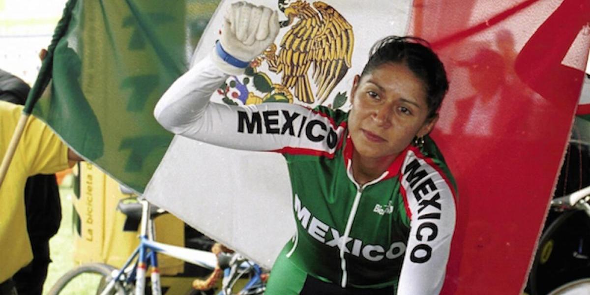 Nancy Contreras se une a protesta con vecinos en defensa del Velódromo de la Magdalena Mixhuca