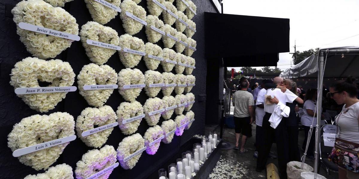 Cientos de personas honran a las víctimas de Pulse un año después de matanza