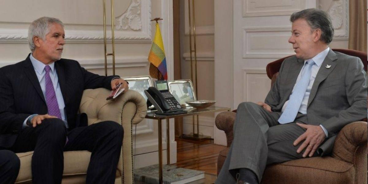Santos dice Bogotá merece un metro bien construido y expresa apoyo a Peñalosa