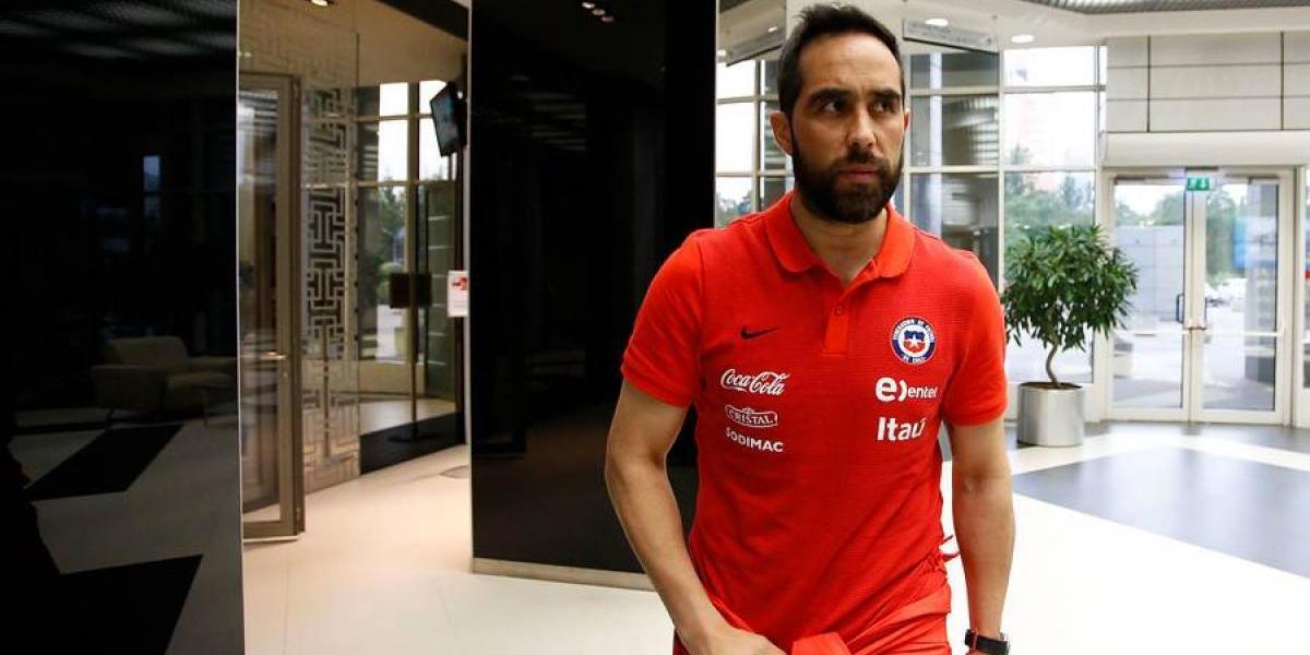 Claudio Bravo deja concentración de la Roja para viajar a España por motivos personales