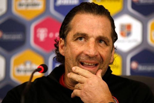 Juan Antonio Pizzi en la conferencia de prensa previa el partido ante Rumania en Cluj / Photosport