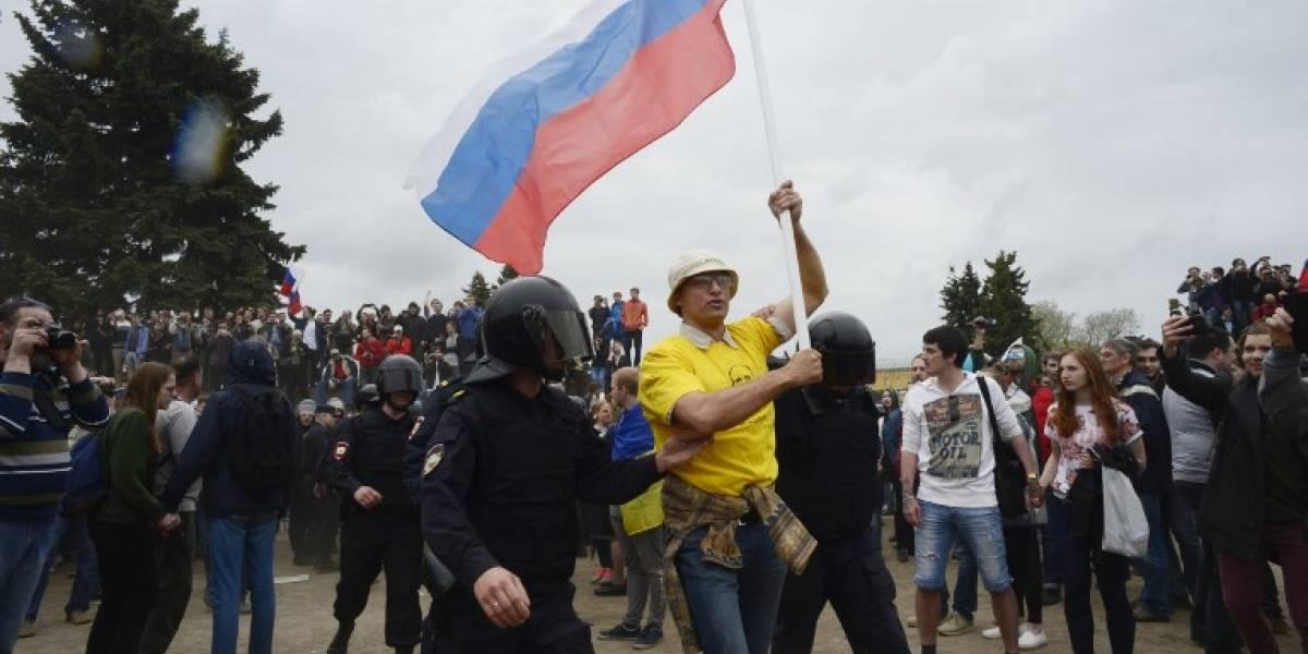 Detienen a opositor de Putin y se registran cientos de heridos y detenidos en manifestaciones en Rusia