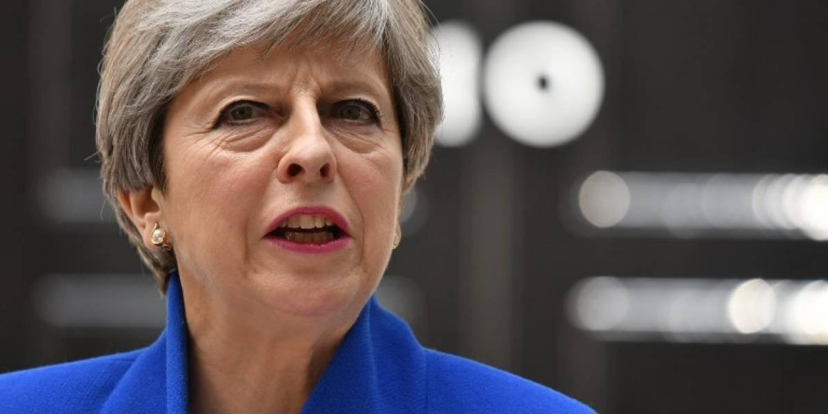 Theresa May se juega su futuro frente a los diputados de su partido