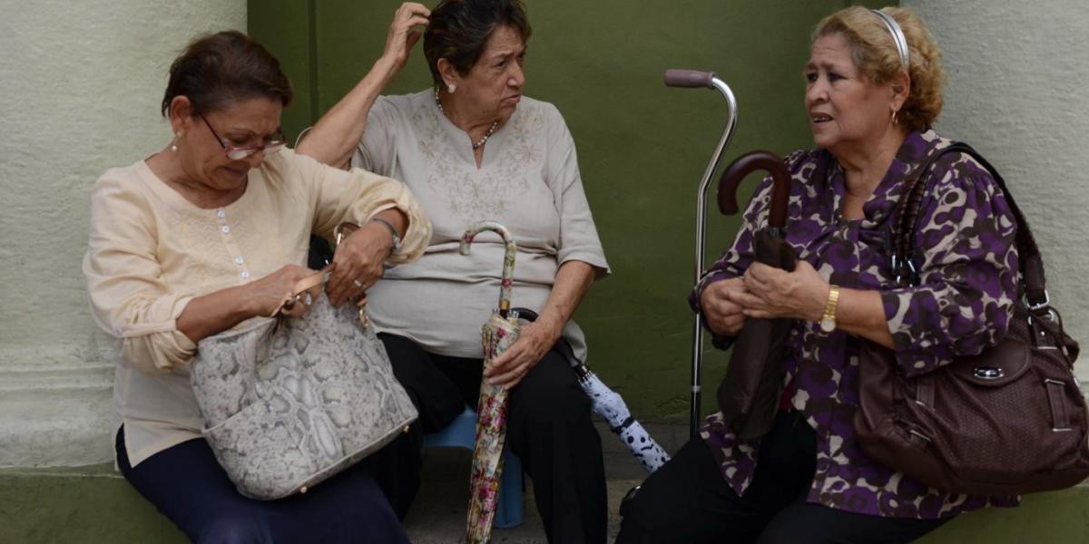 Mexicanos deben ahorrar 70% del salario, si quieren una vejez digna: Consar