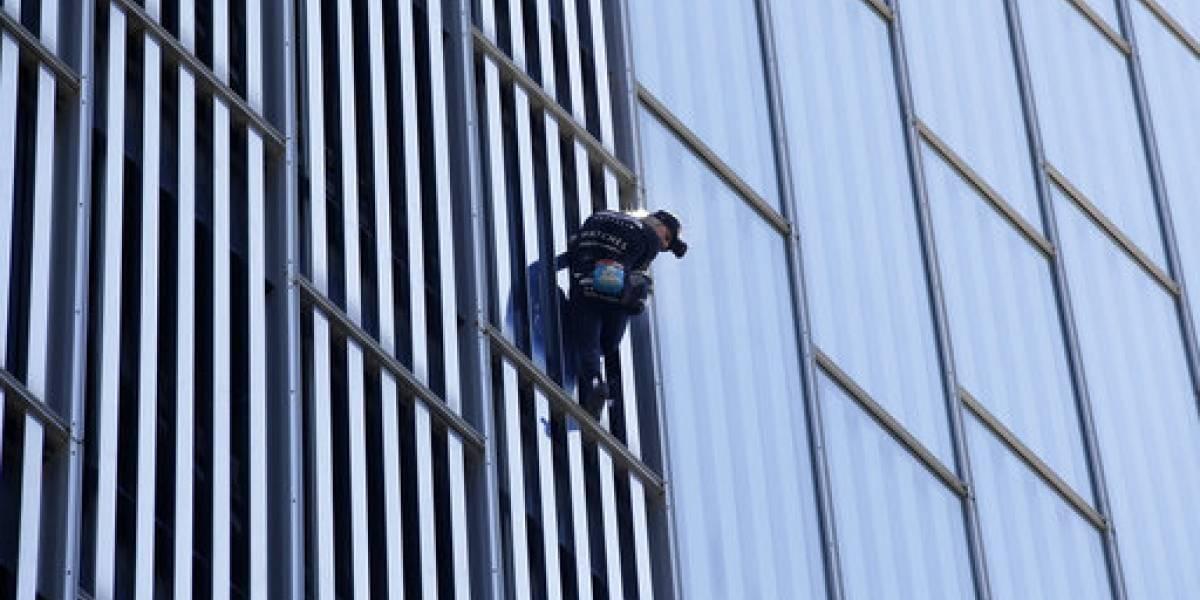 Hombre araña francés escala hotel de 29 pisos