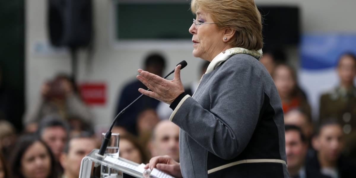 Presidenta Bachelet fue increpada mientras inauguraba comisaría en Bajos de Mena