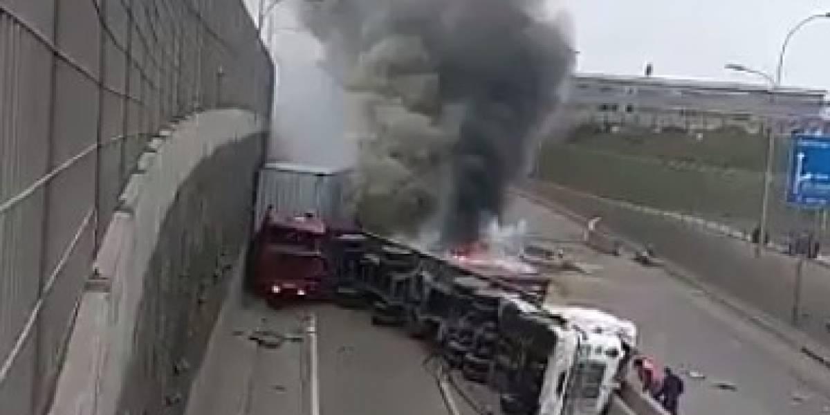 Emergencia tóxica: Choque de camión que transportaba azufre deja a un fallecido en San Antonio