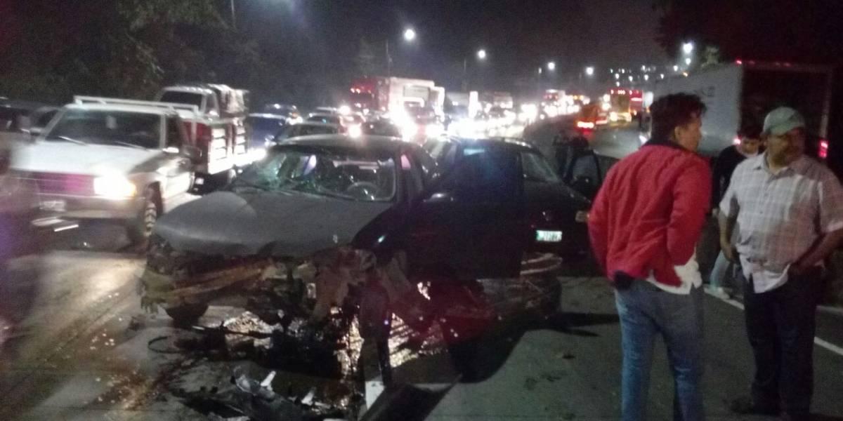 Tráiler colisiona varios vehículos en bajada de Villalobos
