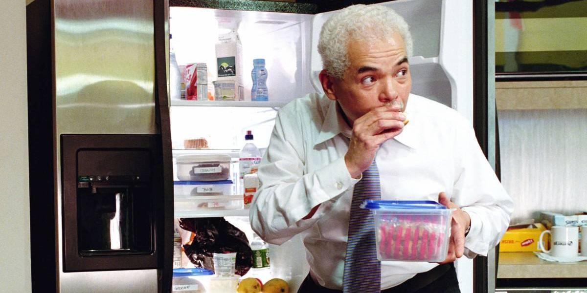 Policía comparte inusual formula para evitar robo de comida desde refrigerador del trabajo y se vuelve viral