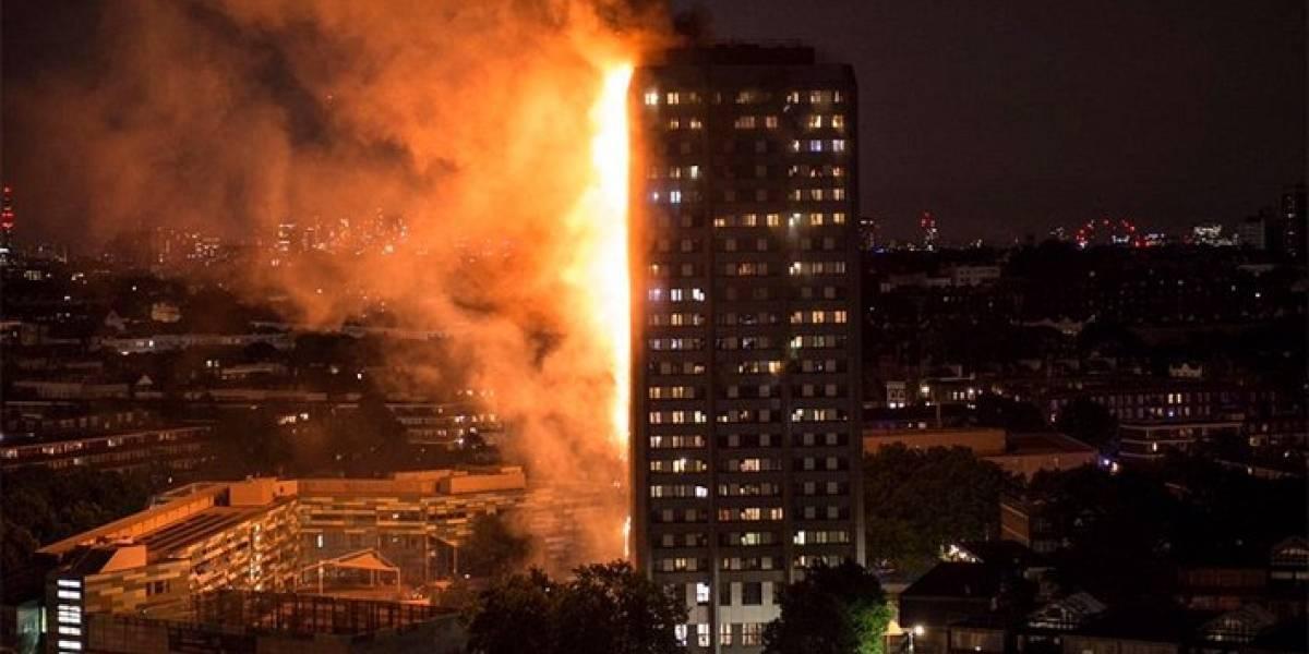 Suspenden líneas de metro que pasan por torre que se incendió en Londres
