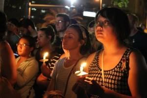 Antes de la vigilia de cierre frente a Pulse, miles de personas se dieron cita en el Parque Lake Eola, en conmemoración de las 49 víctimas. Allí también estuvieron los familiares de los fallecidos y los sobrevivientes de la tragedia. / Foto David Cordero