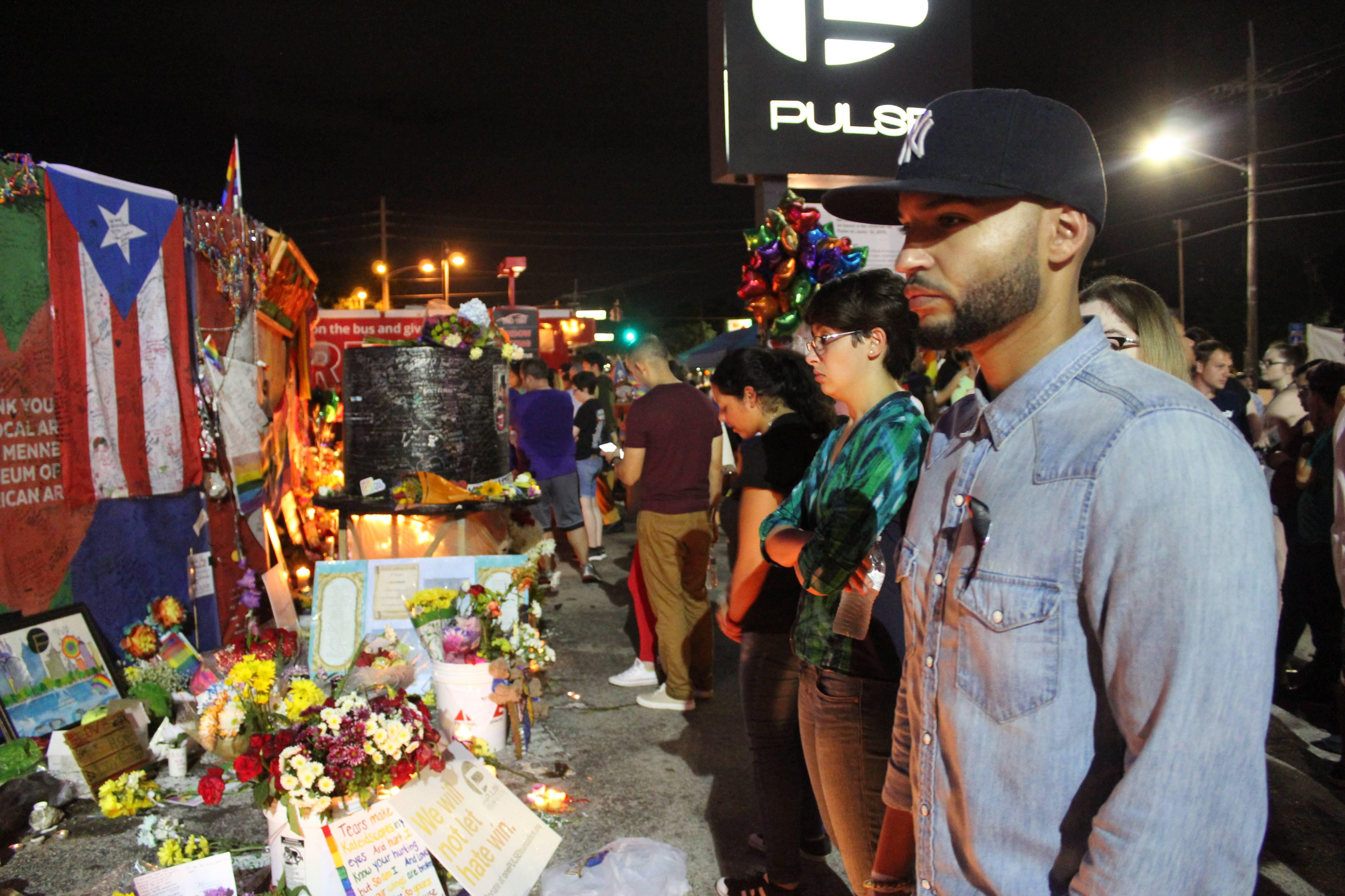 Raymond García, en la extrema derecha, solía visitar Pulse antes del ataque del 12 de junio de 2016. Esa noche decidió no ir porque tenía que trabajar. Foto: David Cordero Mercado