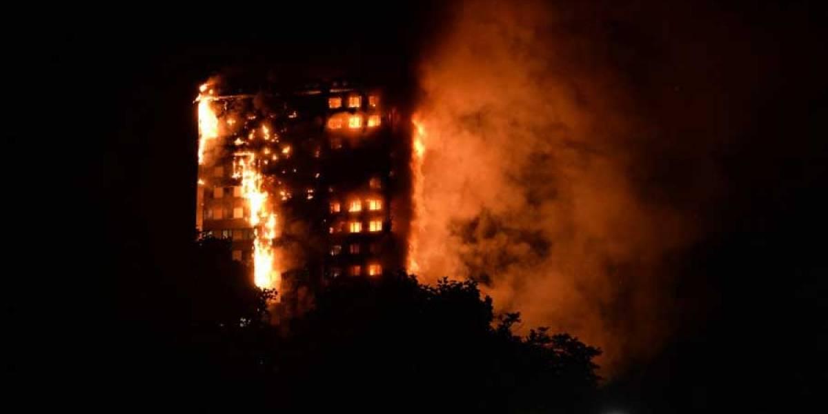 VIDEO. Un incendio destruye un edificio de viviendas en Londres