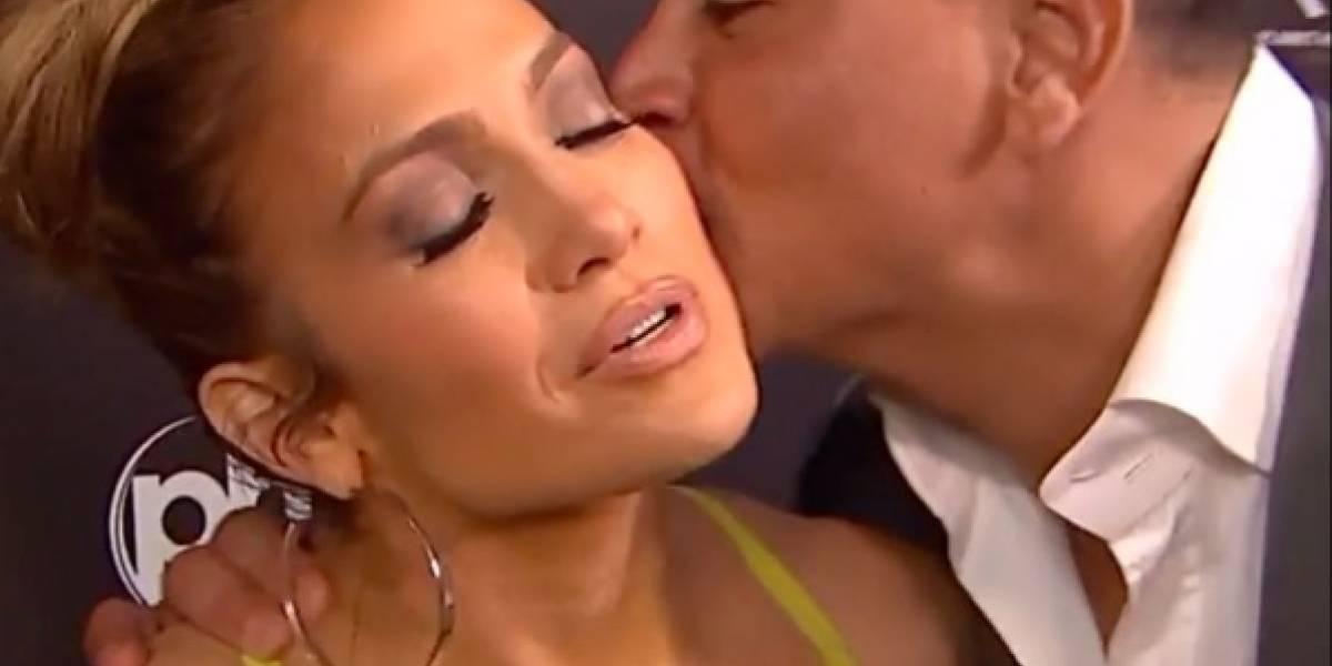 ARod interrumpe entrevista de JLo por un beso