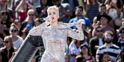 Transmissão ao vivo e rixa levam álbum de Katy Perry ao número 1