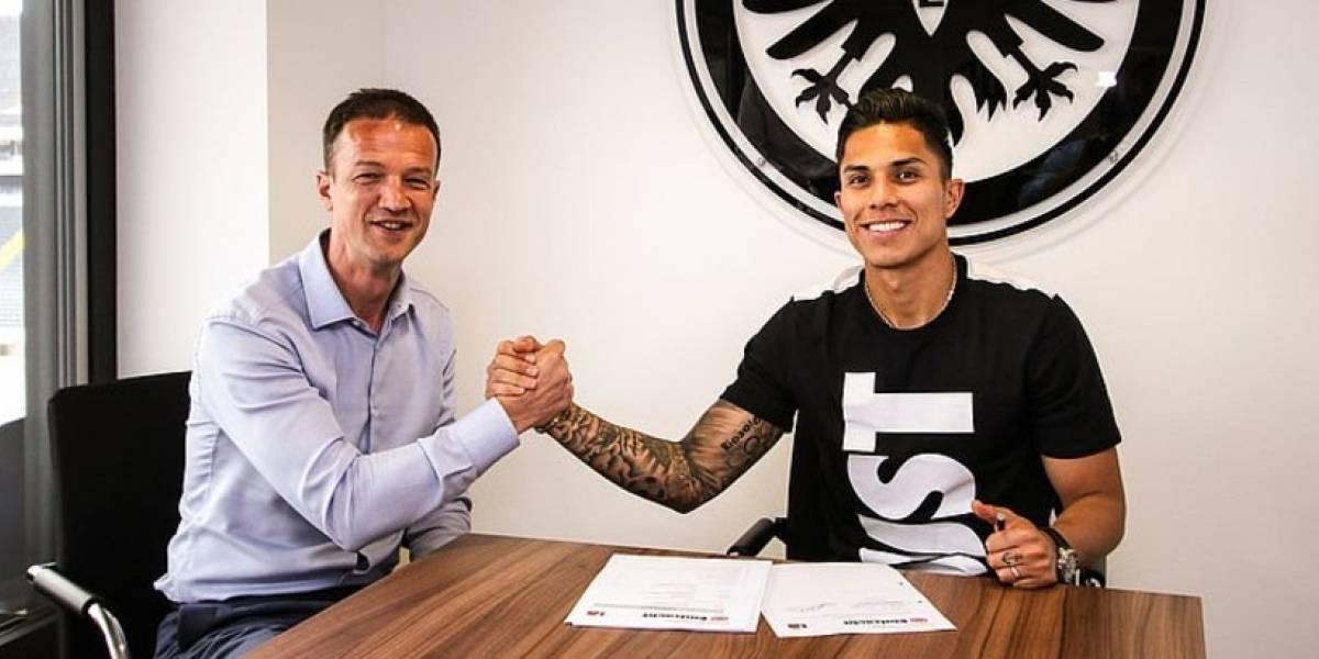 Carlos Salcedo firmó contrato con el Eintracht de Frankfurt