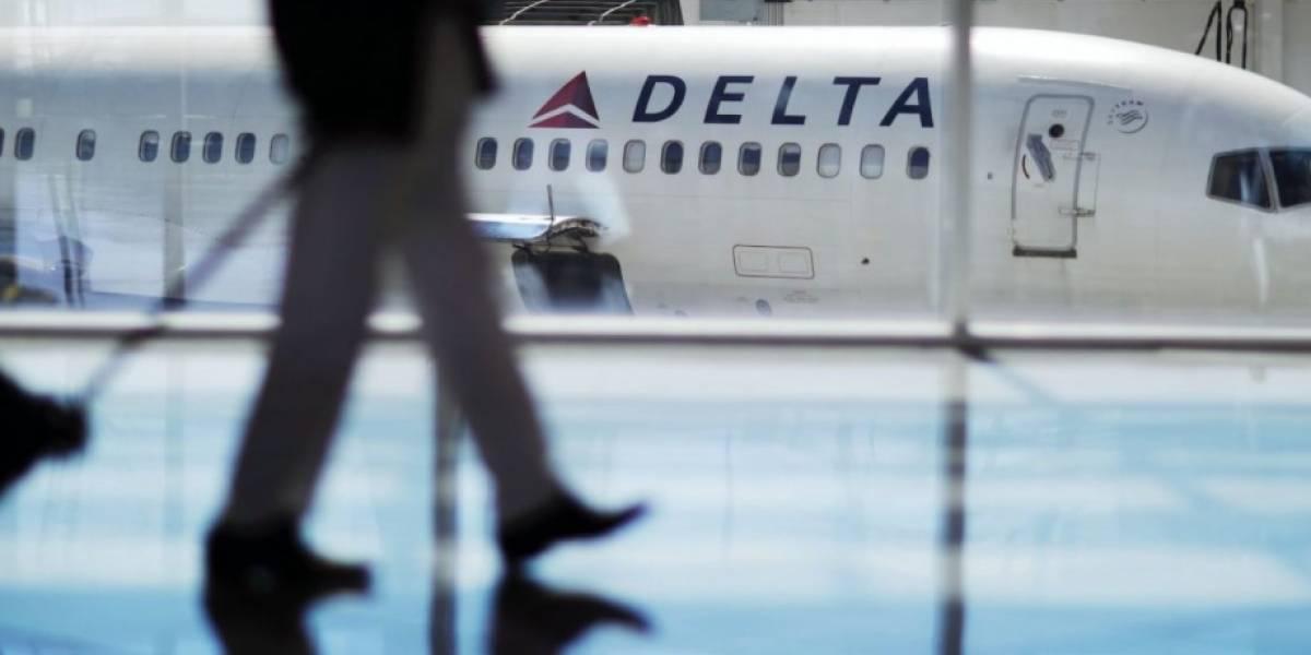 Mujer que alegó ser acosada en vuelo demanda a Delta