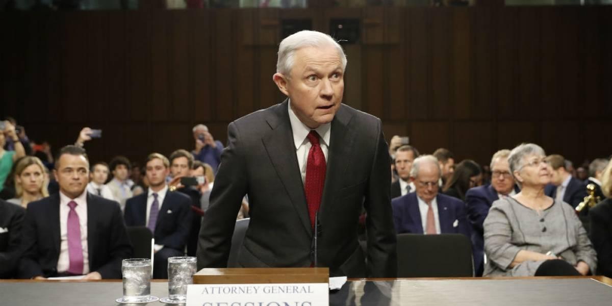 Jeff Sessions rechaza conspiración con Rusia para campaña de Trump
