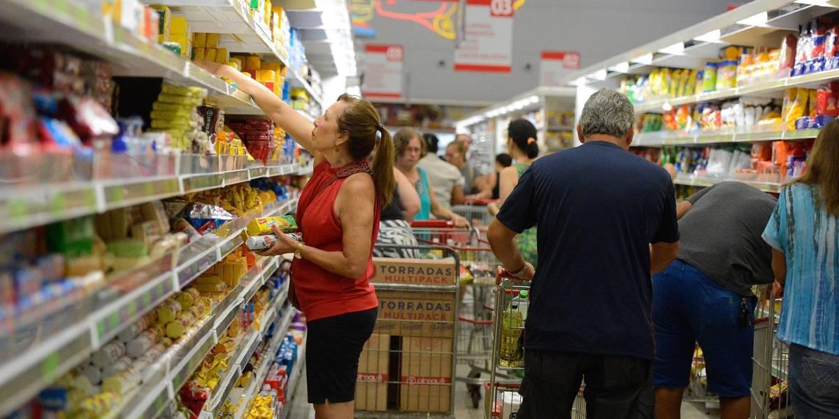 Saúde pública: Cientistas propõem aumento de impostos sobre alimentos ricos em gordura, sódio e açúcar