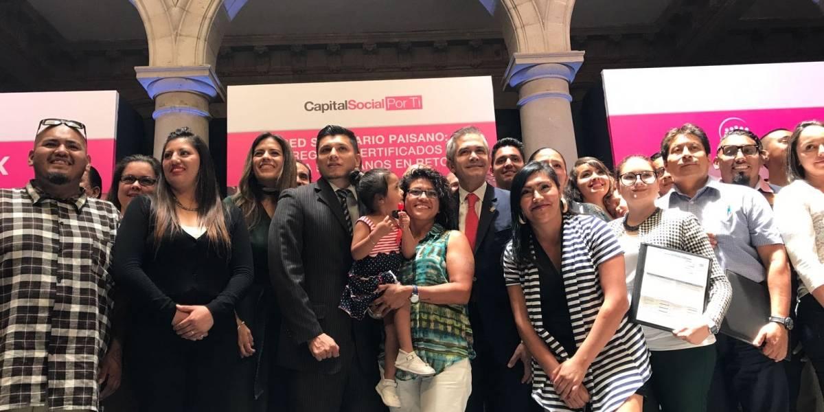 Certifican idioma inglés a migrantes repatriados a México