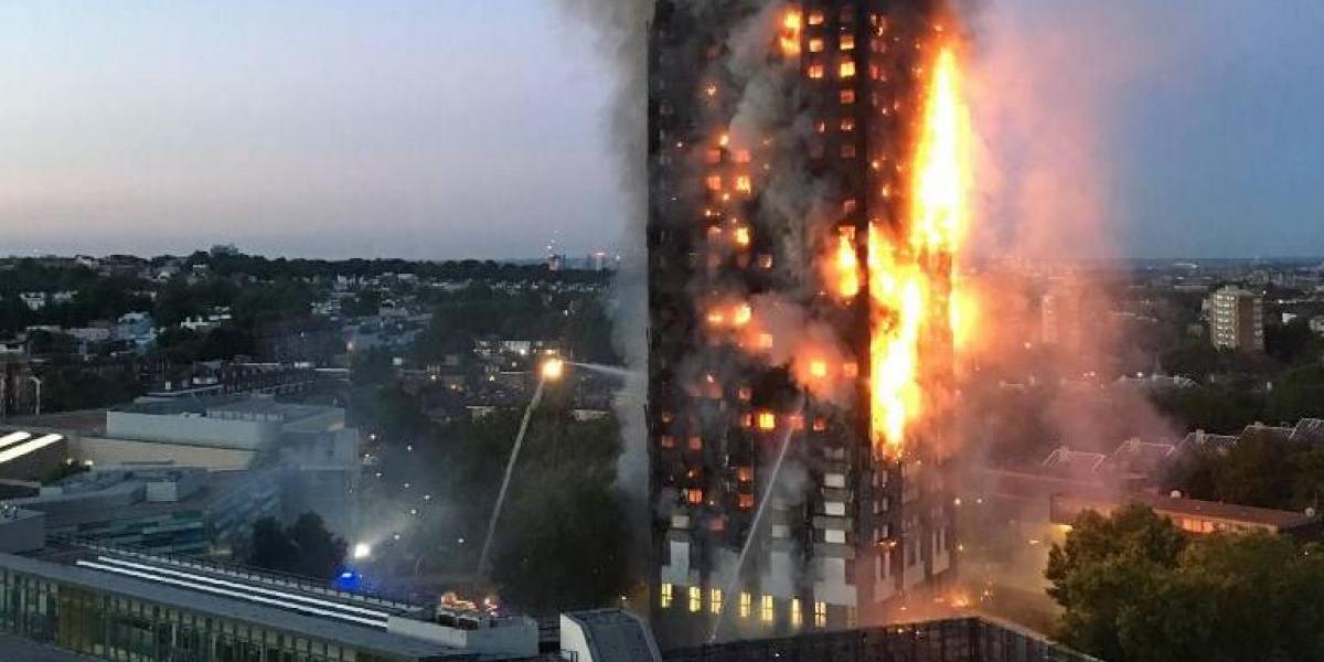 """Testigos del devastador incendio en la Torre Grenfell de Londres: """"Lanzaban a sus hijos por las ventanas para salvarlos"""""""