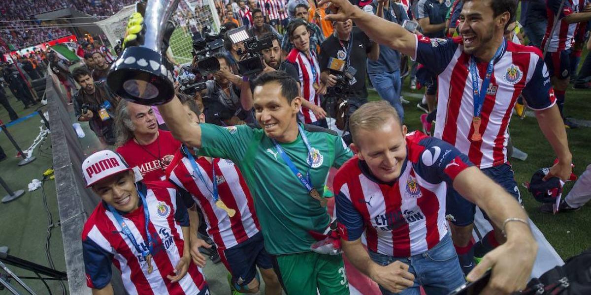 Chivas se resigna a jugar como local en el mismo horario