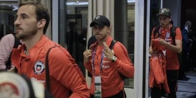 La selección chilena llegó de Cluj y Claudio Bravo de su viaje a España / imagen: Agencia UNO