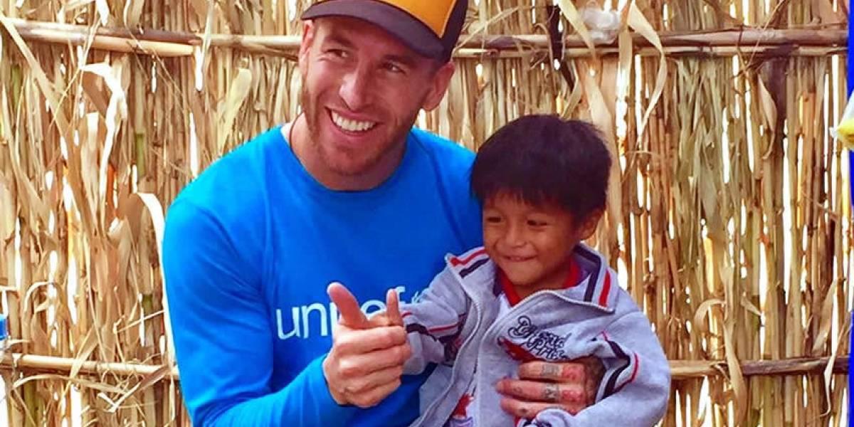 VIDEO: Sergio Ramos lleva alegría a niños damnificados en Perú