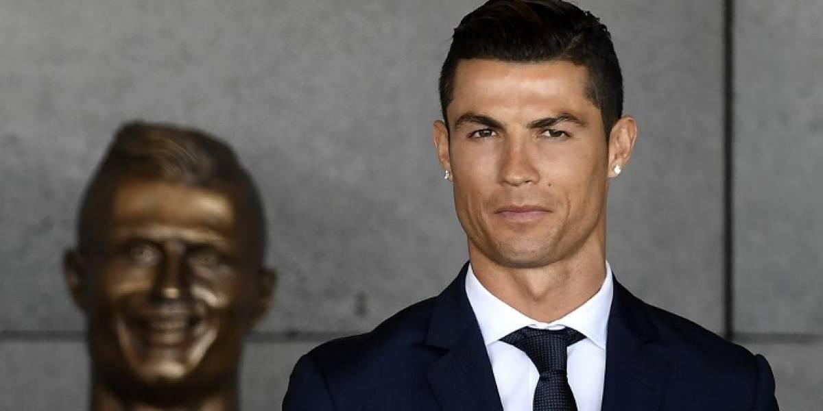 Publican fotos de Cristiano Ronaldo apreciando el bello cuerpo de su novia