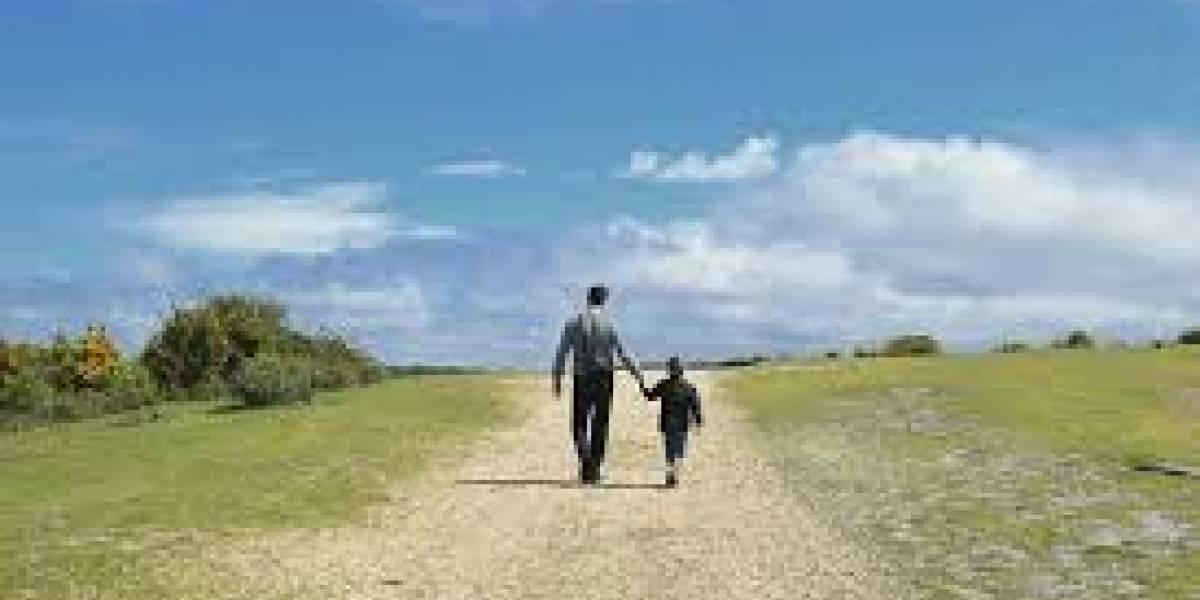 Papás con poco tiempo para sus hijos, les dedican 12 horas a la semana