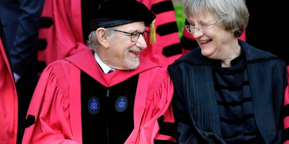 Renuncia primera mujer rectora de Harvard