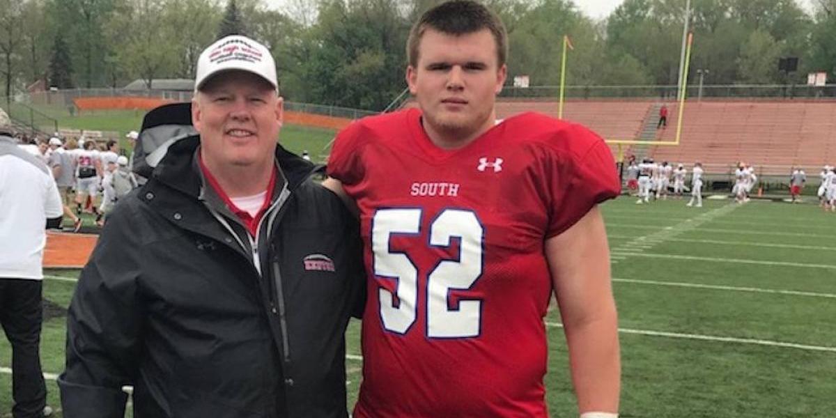 Muere jugador universitario de futbol americano tras entrenamiento