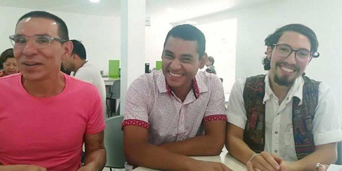 """Tres hombres se casaron legalmente en Colombia, son la primer """"trieja"""" legal"""