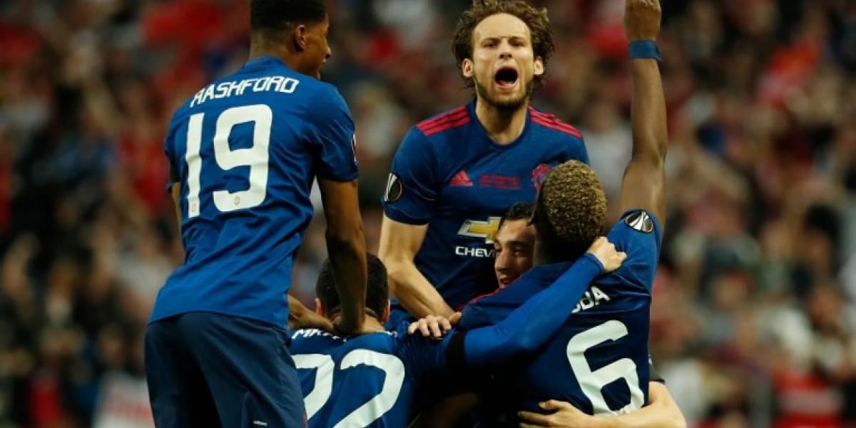 El Manchester United confirma el fichaje de un central