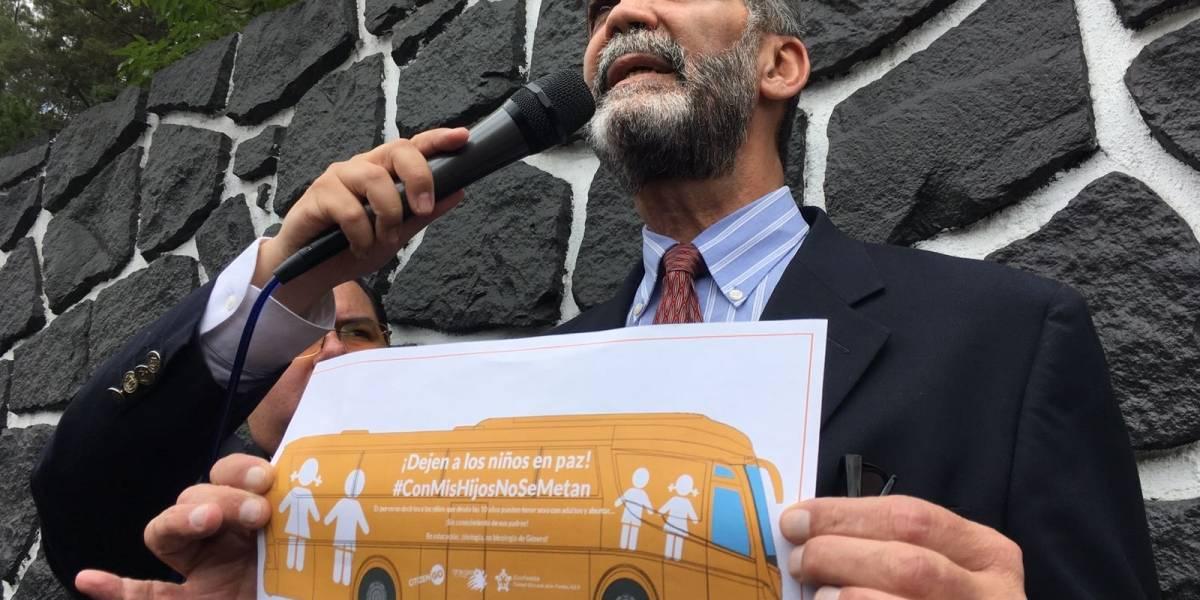 Bus de ConFamilia llega a CDMX con mensaje contra la educación sexual