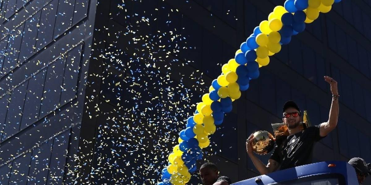 Los Warriors celebraron el título de la NBA con burlas y mensajes a LeBron James