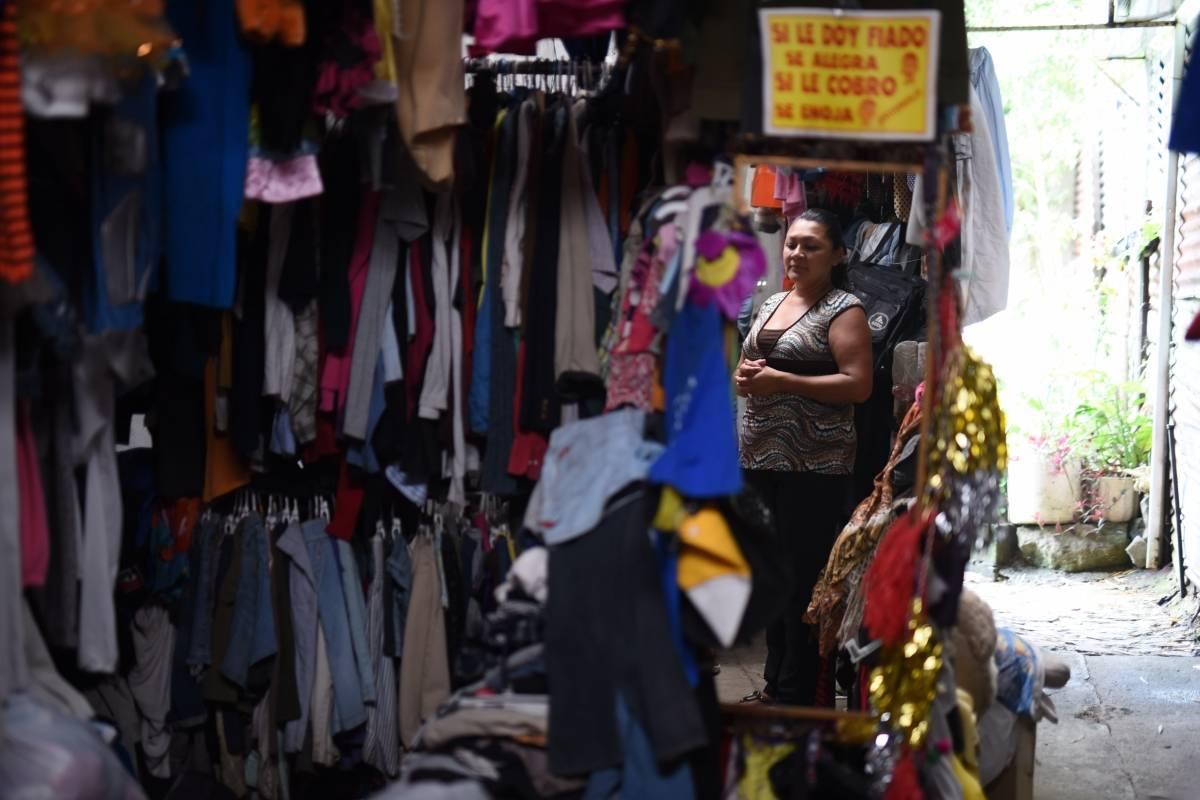 Mercedes Muñoz tiene un negocio para sobrevivir. Foto: Edwin Bercián