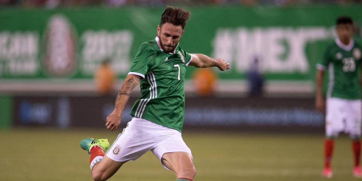 """VIDEO: Miguel Layún defiende el """"eeeh pu…"""" en Copa Confederaciones"""