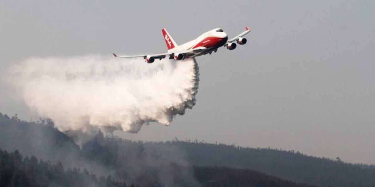 Alcalde de Constitución invita a Lucy Avilés para agradecer paso del Supertanker tras incendios forestales