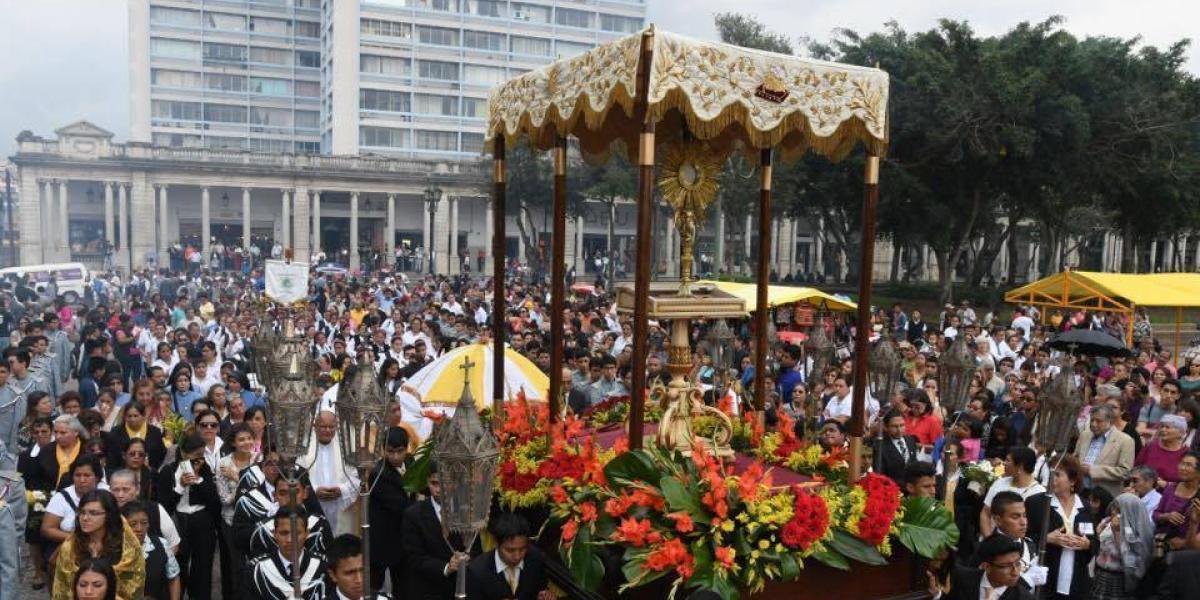 EN IMÁGENES. La iglesia católica celebra la fiesta de Corpus Christi