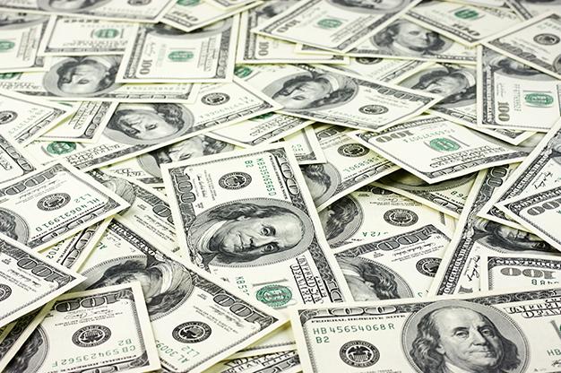 Trump y Fed desinflan al peso; dólar se vende en 18.44 pesos