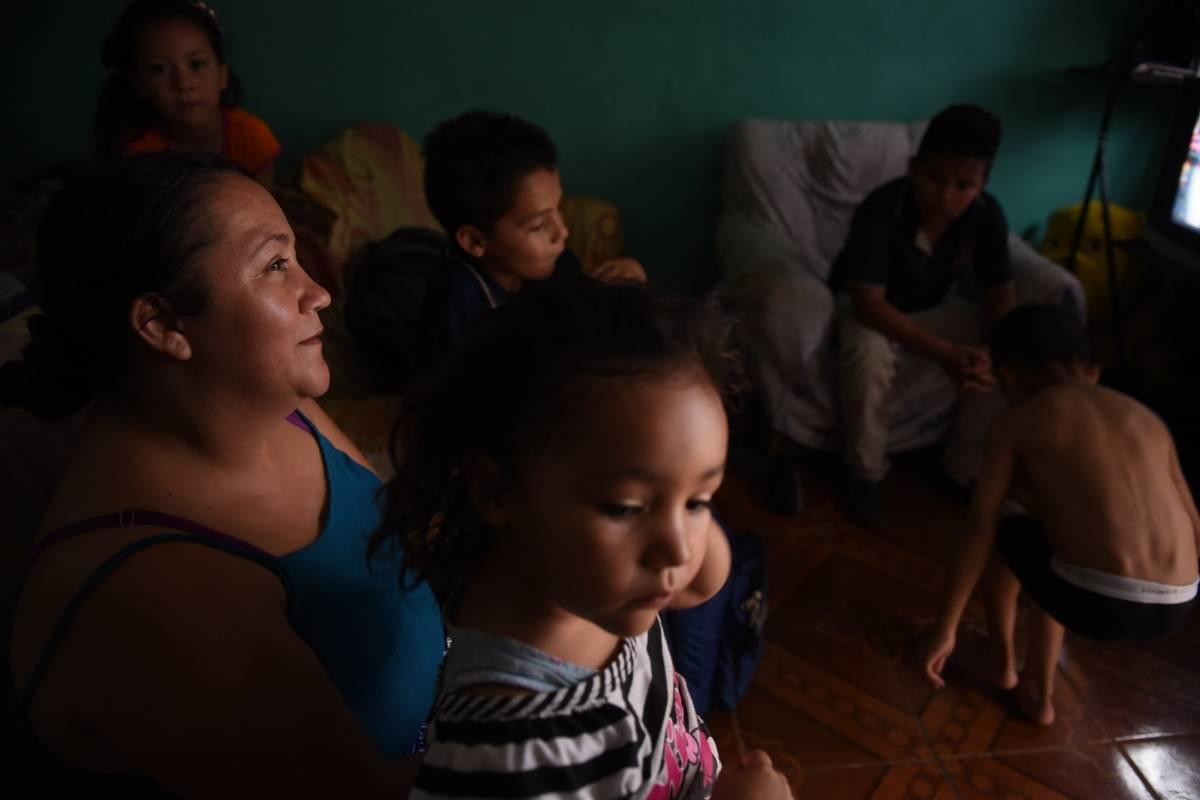 Melina Cordón junto con su familia. Foto: Edwin Bercián