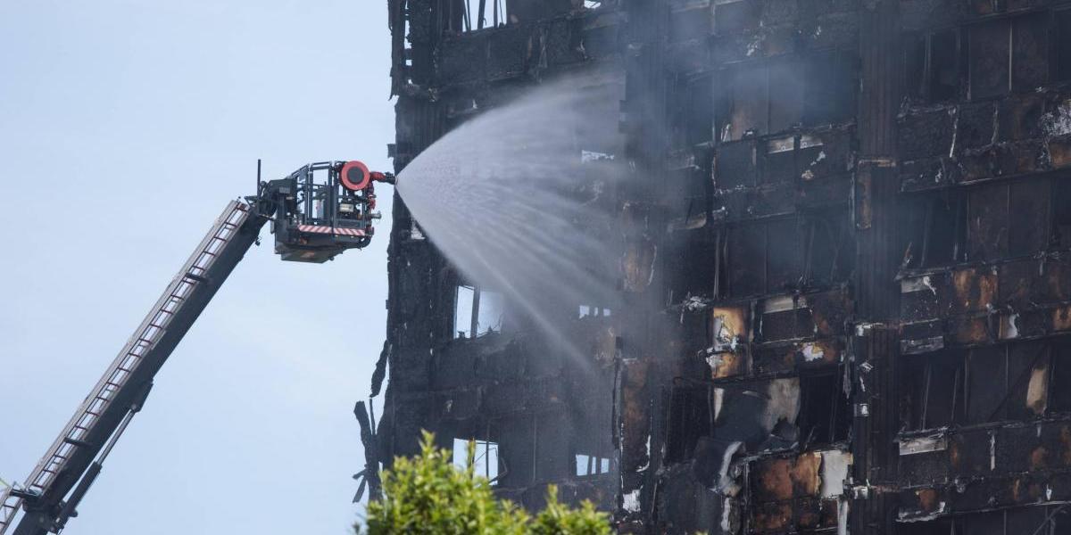 Aumenta a 17 la cifra de muertos en incendio en Londres