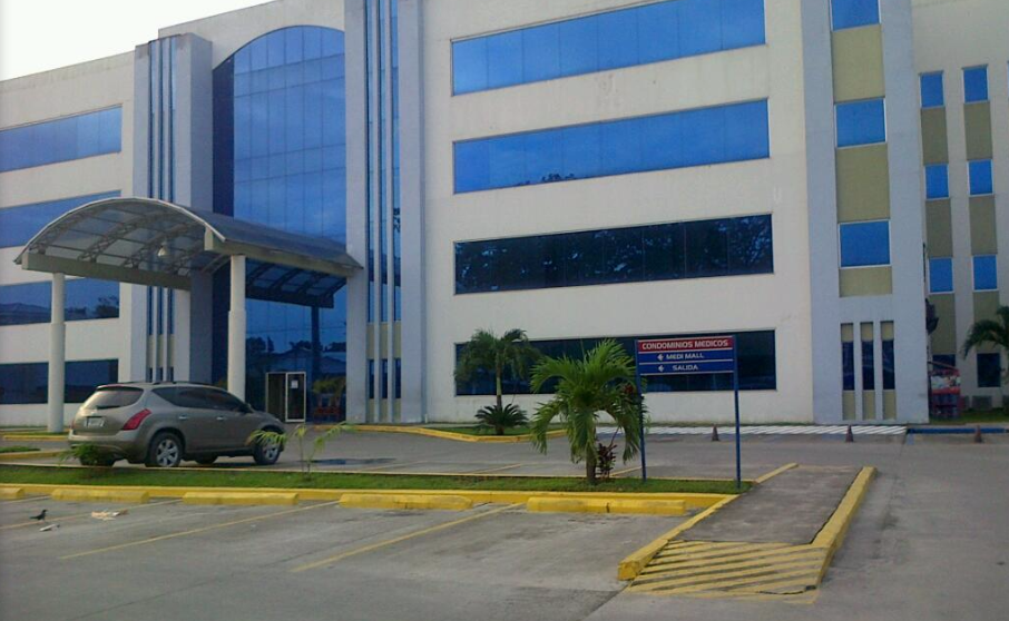 Enfermera cayó sobre una médica desde un séptimo piso de hospital