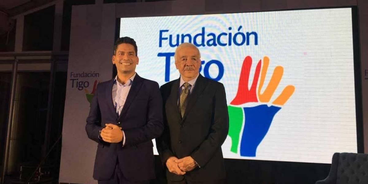 Fundación Tigo anuncia alianza con Ismael Cala para apoyar la educación en Guatemala