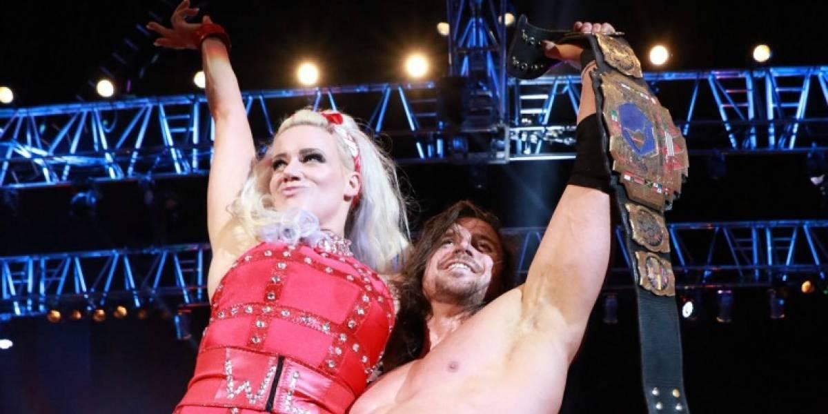 ¡El amor se apodera de la lucha libre! Johnny Mundo y Taya se comprometieron