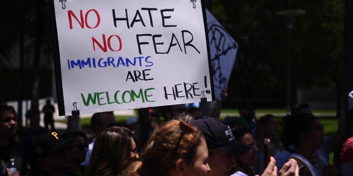 """En medio de cumbre, activistas dicen """"inmigrantes son bienvenidos"""""""