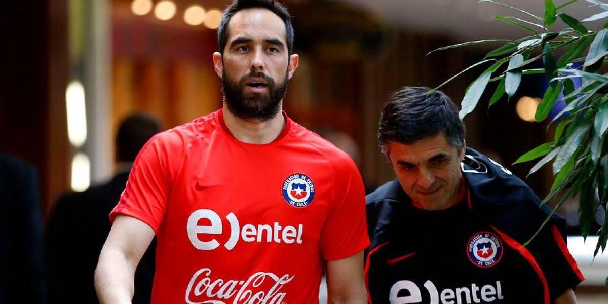 Claudio Bravo se realizó exámenes médicos y no entrenó con sus compañeros de la Roja
